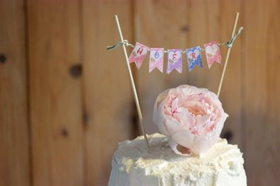 WATERCOLOR MAGNOLIA CAKE TOPPER BUNTING FREEBIE